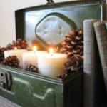 Oude koffer met kaarsen
