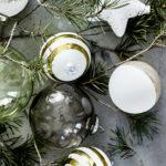 Glazen bollen met goud en wit